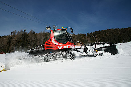 World's First Diesel Electric Snow Groomer Hits North American Soil