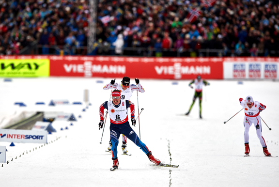 Vylegzhanin in the finishing lanes with Harvey behind [P] Nordic Focus