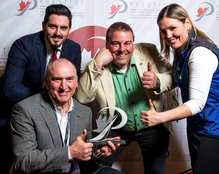 (l-r) Laurent Bèdard (Laval SportCité who sponsored the award), Shane Pearsall (CCC/Ski Tour Canada), Joel Bergevin (City of Gatineau), Annie Léveillée (Tourisme Outaouais) [P]