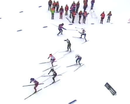 Diggins exchanges pole in the women's final [P]