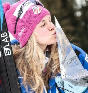 Jessie Diggins TdS Trophy.jpg_large.34